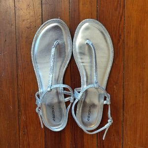 Xhilaration (Target) Silver Sparkly Sandals Size 8